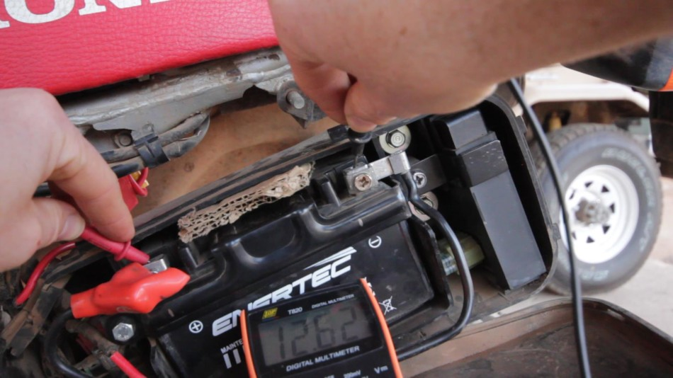 Measuring battery voltage with a multi meter